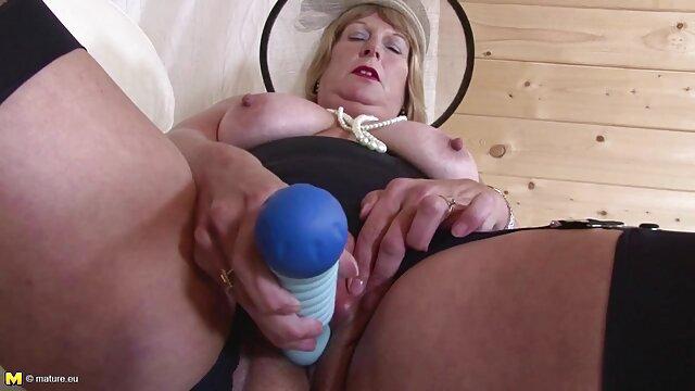 Janda cerita sex dengan tante terbaru ibu menikmati keuntungan dari tukang kebun