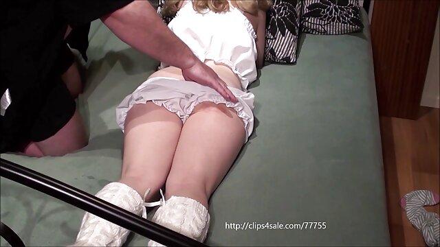 Kate Anne telanjang Di tempat tidur. cerita seks terbaru hot