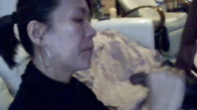 Ibu muda yang cerita seks hot terbaru ceria, istrimu, Wanita Jalang.