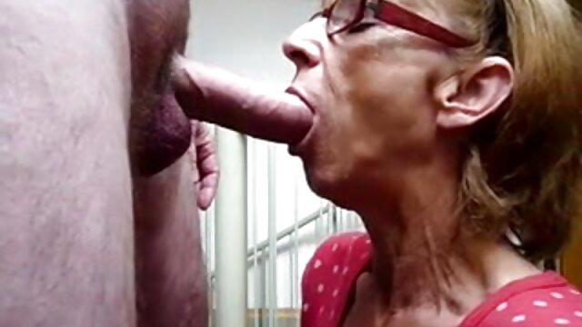 Diminyaki Cece Capella melumasi seluruh tubuh dengan lancar, air cerita dewasa seks terbaru mata besar.