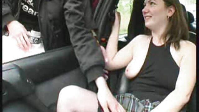 Cinta menjilati pus cerita seks sedarah terbaru dan jari seorang wanita berdiri