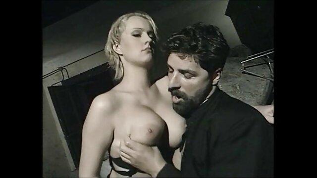 MILF, double mengungkapkan fantasi rahasianya cerita seks yang terbaru seorang guru.