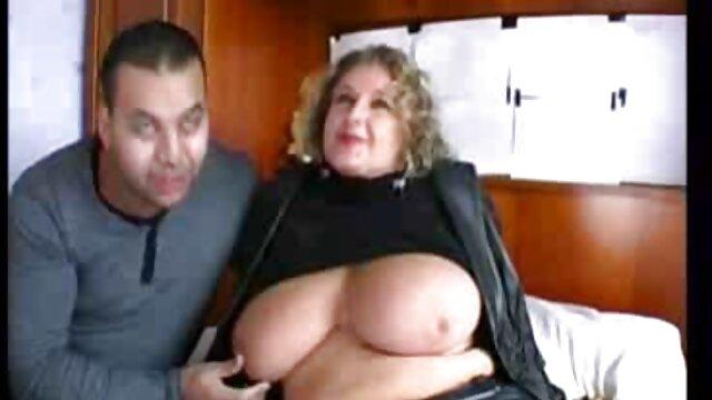 Masturbasi dengan ayam cerita bokep sedarah terbaru kemudian duduk ke dalam anus Perempuan.