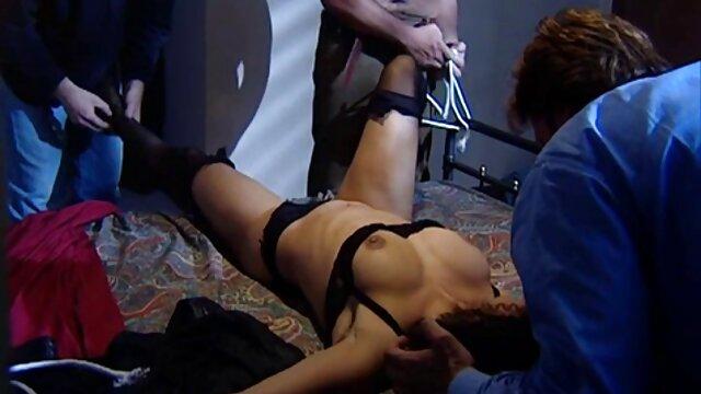 Wanita suka cerita seks selingkuh nikmat bokongnya.