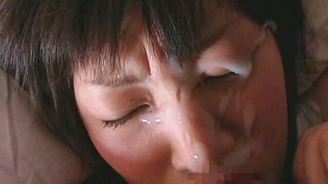 Ibu mengekspresikan susu dari pekerjaan besar. kumpulan cerita bokep terbaru