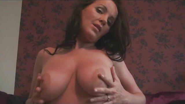 Kimberly cerita seks tante terbaru Kendall ditelan oleh raksasa ini sebagai umpan.
