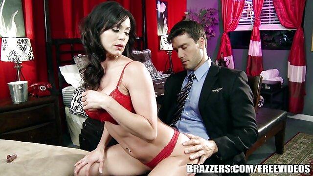 Julia De Lucia senang memiliki publik Berang-berang licin kumpulan cerita hot sex dewasa